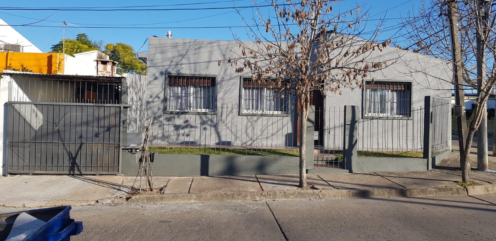 Cabana de Moreno esquina Herrera.-